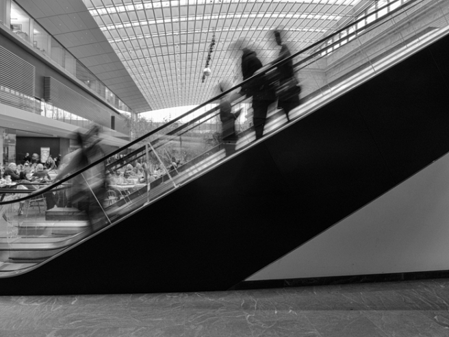 lunchbesideescalator-1